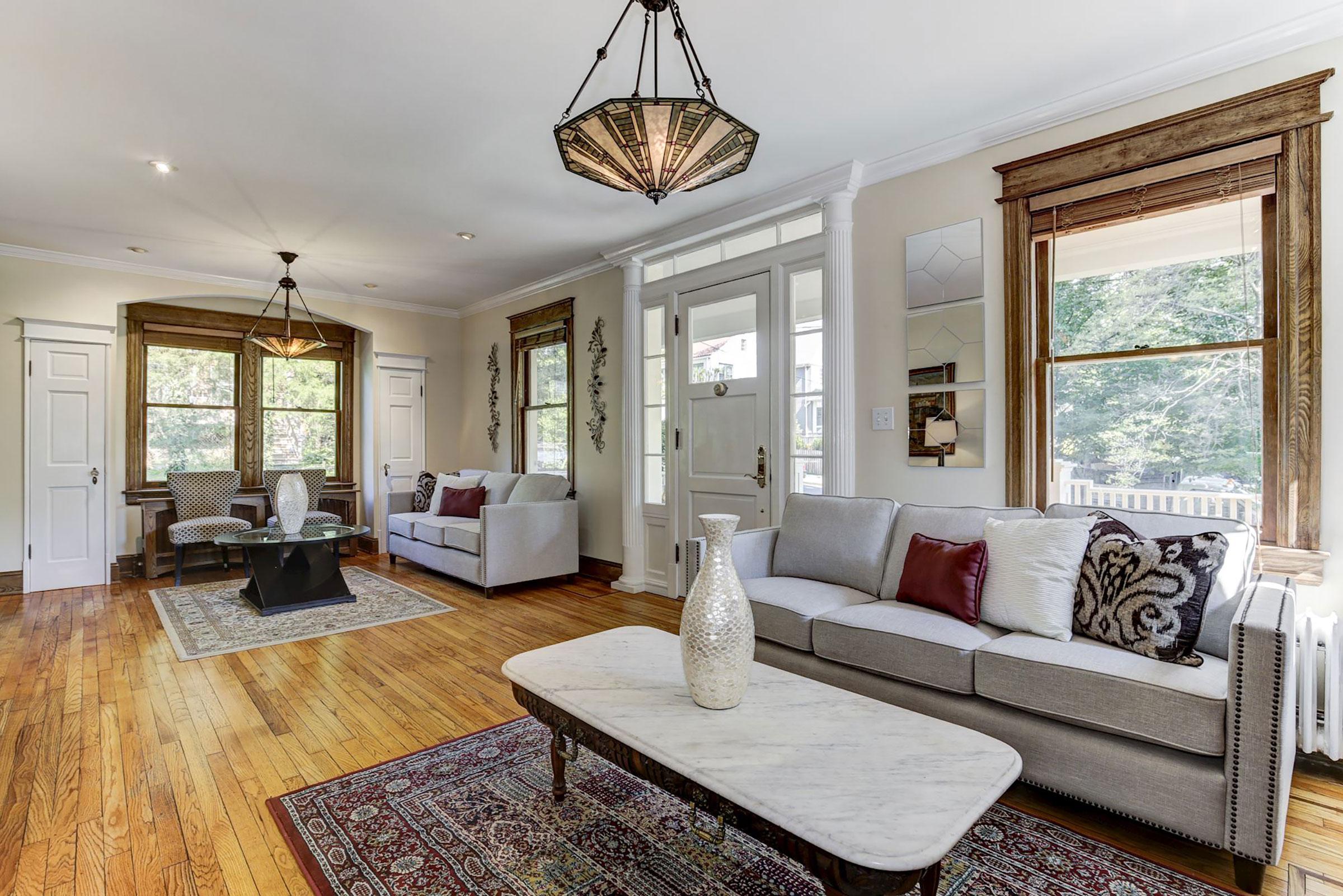 4-Living-rm-with-front-door