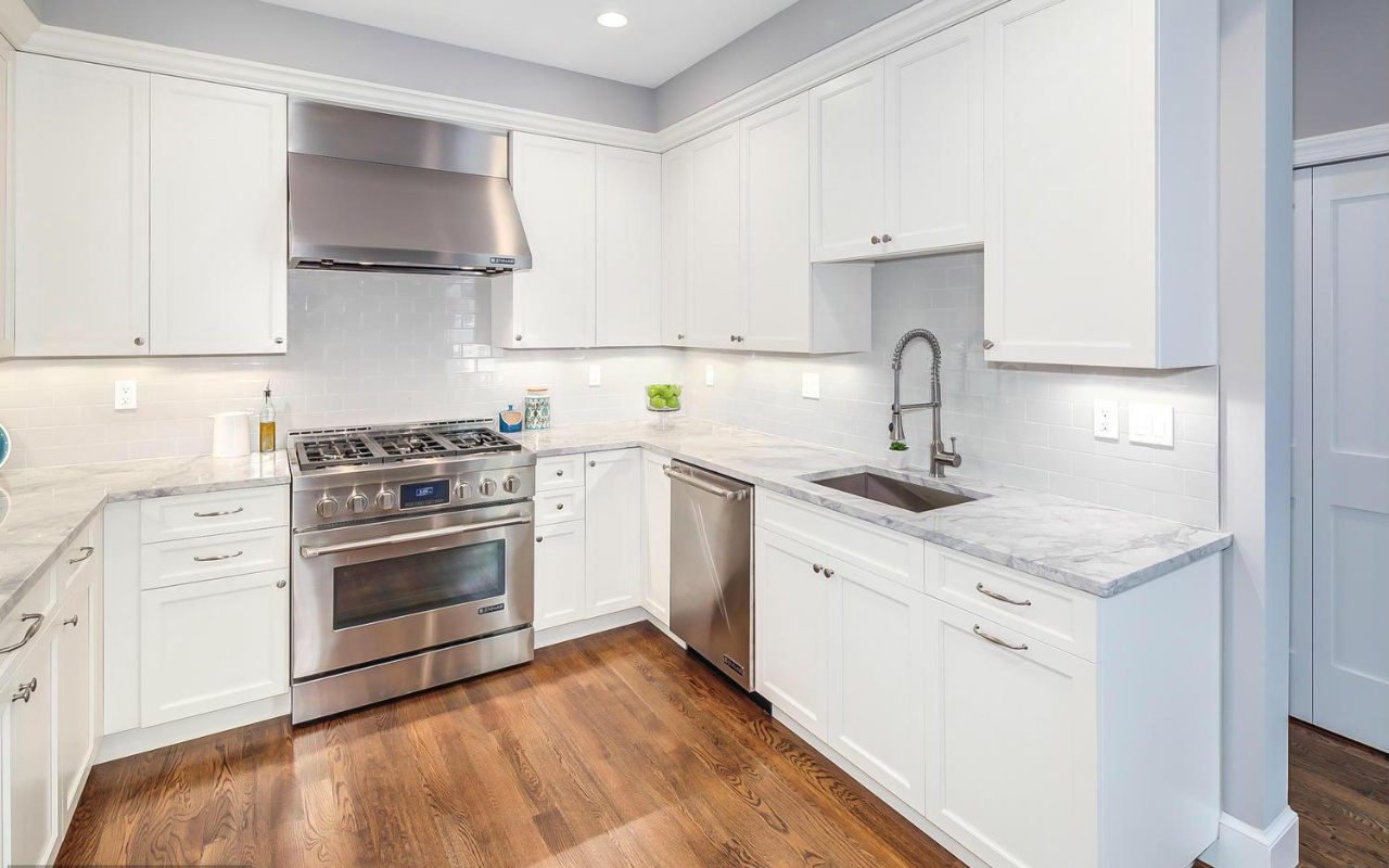 5 Kitchen alt DC8635448_7_0